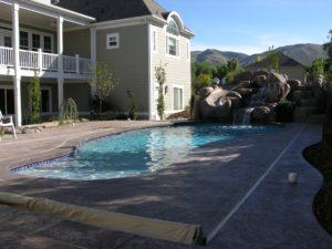 Custom backyard swimming pool